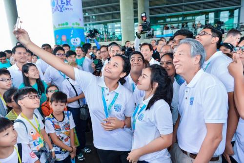 Selfie with Deputy Prime Minister Teo Chee Hean